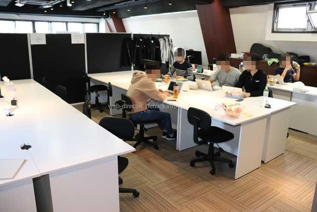 TECH BOOST(テックブースト)の無料開放スペースでの学習の様子
