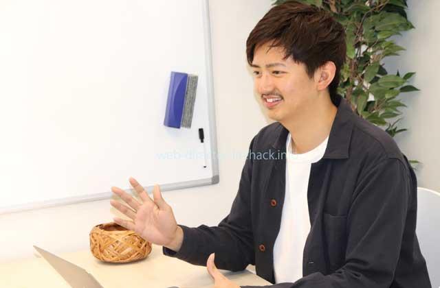 株式会社ポテパン代表取締役の宮﨑大地社長が面談カウンセリングブースにて熱く語る様子の写真