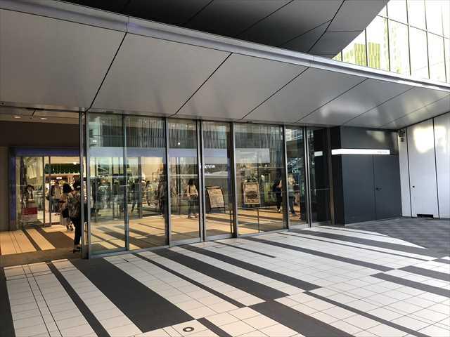 渋谷ヒカリエの外からの入り口の写真