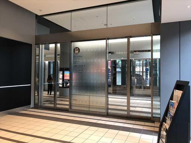 渋谷ヒカリエの1階のエレベーターホールへの入り口の写真