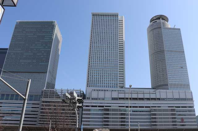 JR名古屋駅の超高層ツインタワービルの写真