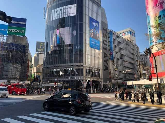 渋谷スクランブル交差点からQフロント・西武渋谷店方面を撮った写真