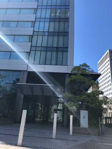 名古屋ルーセントタワーの入口付近の写真