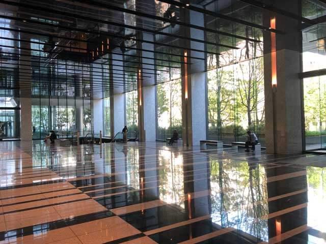 名古屋ルーセントタワーのオフィスエントランスの写真