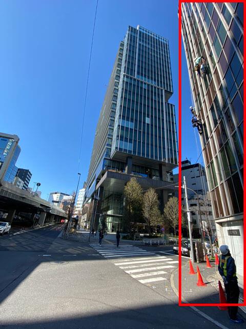 渋谷ソラスタの手前にあるITプロパートナーズの入る渋谷DTビルに印を付けた写真