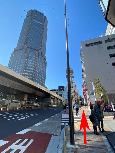 渋谷フクラス方面からセルリアンタワーを見た写真