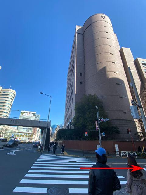 青山学院大学手前の交差点写真