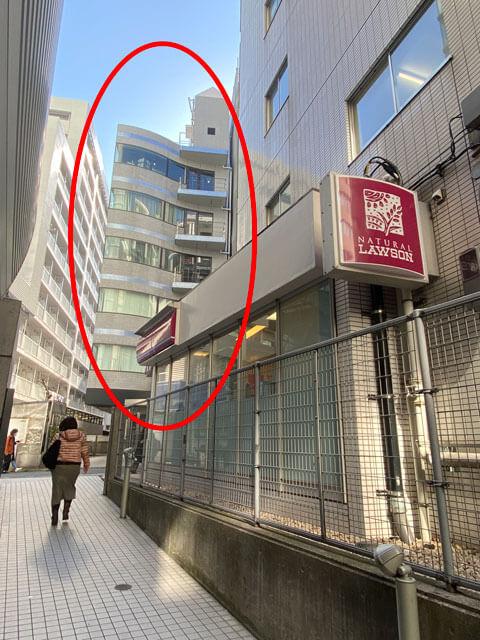 渋谷マークシティ4階を出てすぐ左にあるナチュラルローソンの見える写真