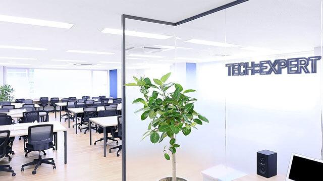 テックキャンプ名古屋栄センタービル3F校の教室の様子の写真