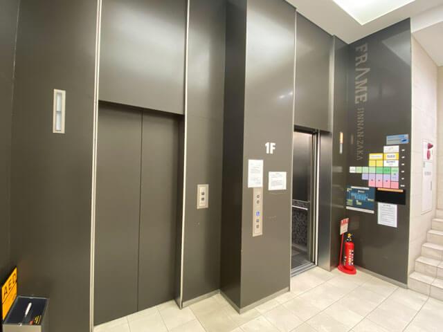 フレーム神南坂1階エレベーター前の写真
