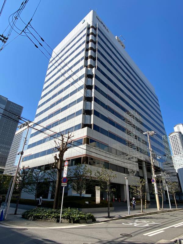 ギークス大阪支店の入る堂島アクシスビルの外観写真