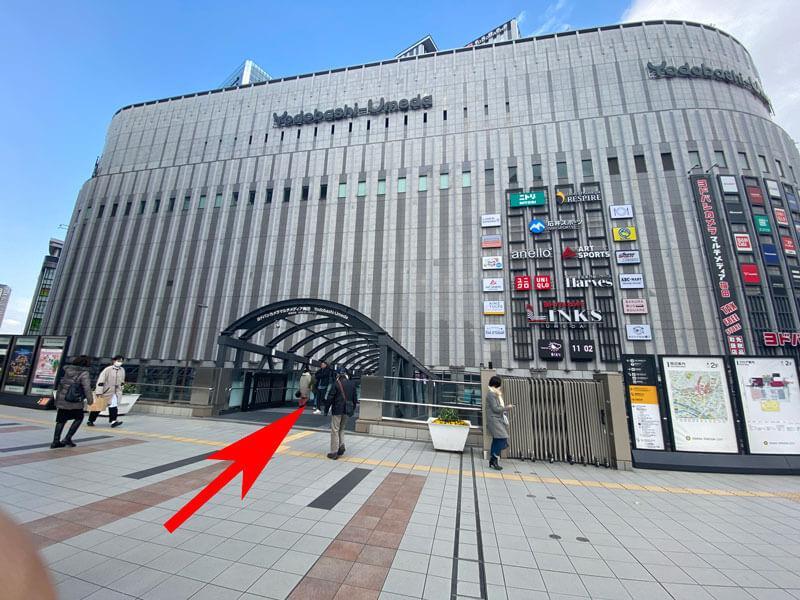 カリヨン広場からヨドバシカメラを撮影した写真