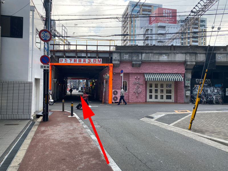 茶屋町からJR京都線の線路をくぐる場所の写真