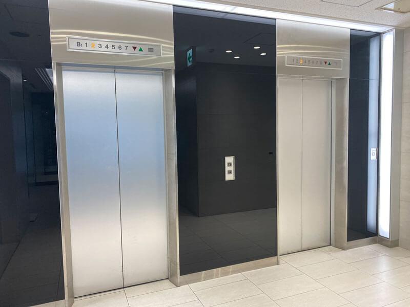名古屋センタービルの1階エレベーターホールの写真