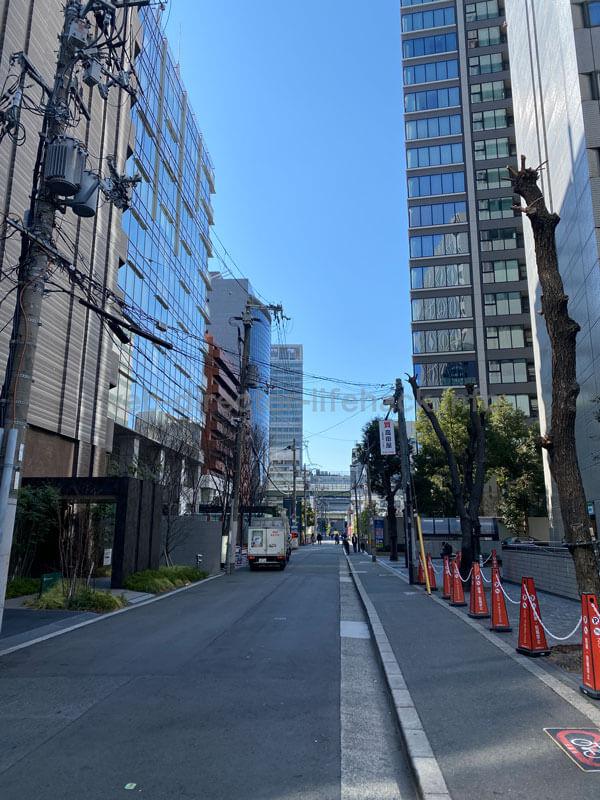 近鉄堂島ビルから新藤田ビルへ向かう一本道の写真