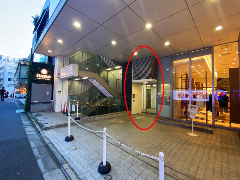 パークウェースクエア2のエレベーター乗り場へ行く自動ドア前の写真