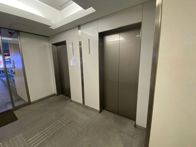 パークウェースクエア2の1階エレベーター前の写真