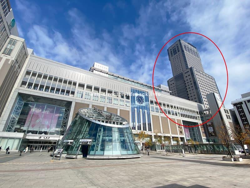 札幌駅とJRタワーの外観写真